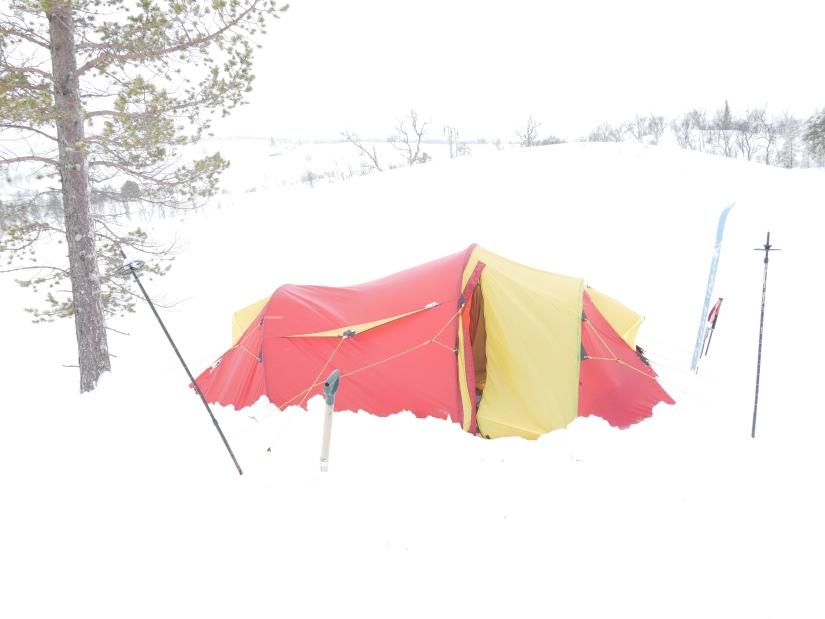 Dag 43: Fra vått telt i Killingdalen til varm hytte vedRiasten